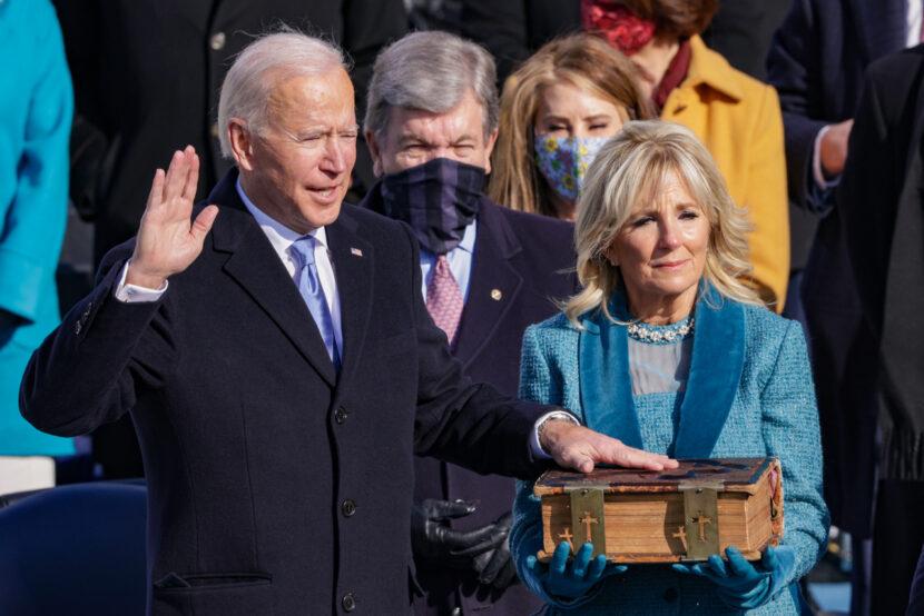 Toma de posesión del presidente Biden; Se extendió el toque de queda en Ohio; Reacción de vacunación de la mujer
