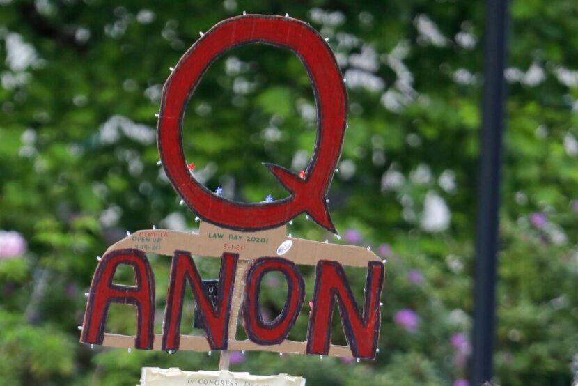 Twitter bloquea 70.000 cuentas de QAnon tras disturbios en el Capitolio de EE. UU.