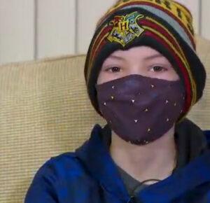 Un niño de 10 años con cáncer colecciona gorras para otros pacientes en el Hospital de Niños de Akron