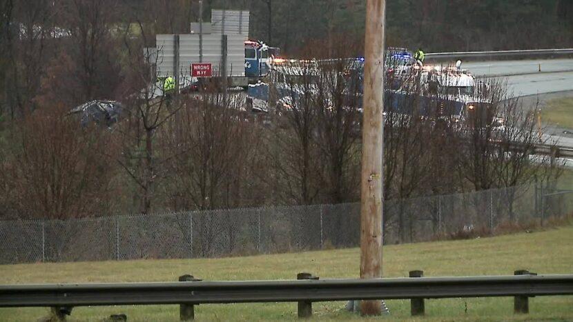 Vehículo se sale de la carretera y cae en un barranco en Middleburg Heights