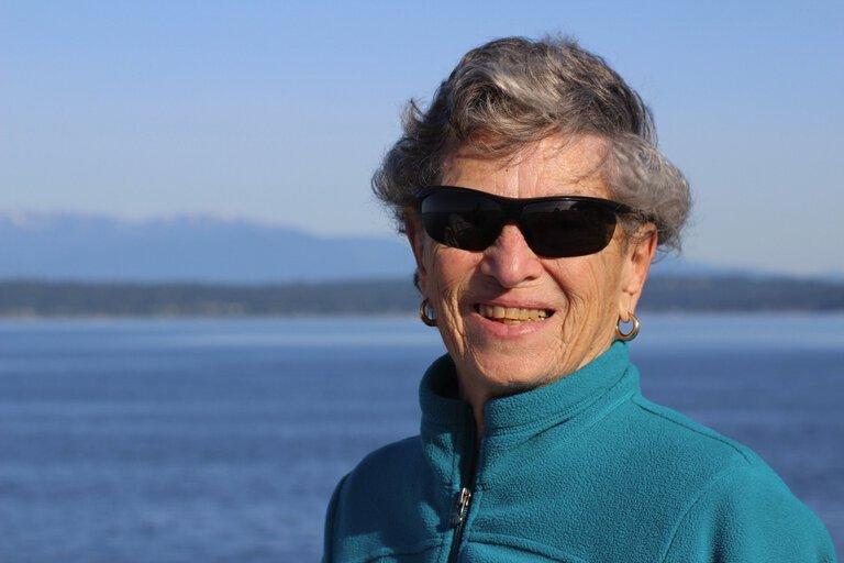90 años camina 6 millas en la nieve para recibir su vacuna COVID-19