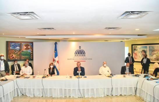 Abinader anuncia extensión de la UASD y un vertedero en SDE