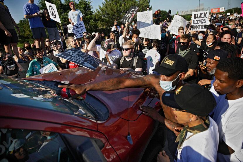 Algunos legisladores quieren inmunidad legal para los conductores que golpean a los manifestantes que bloquean el tráfico   Cierres y retrasos de Fox 8 Cleveland