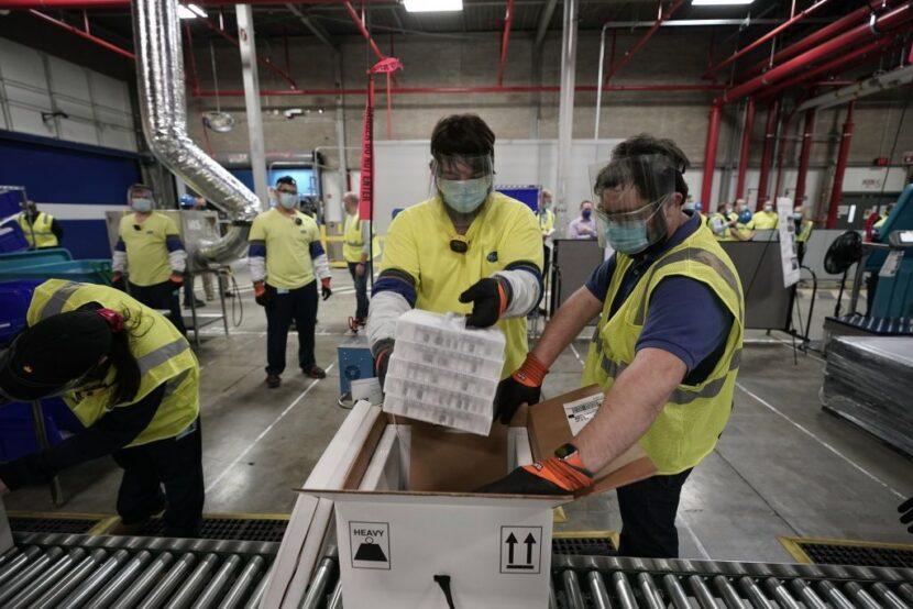 Biden se reunirá con trabajadores de Pfizer que producen la vacuna COVID-19