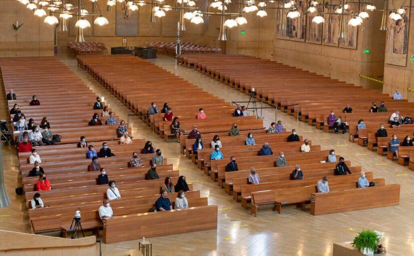 California revisará las pautas de COVID de la iglesia después de que la Corte Suprema levante la prohibición estatal de la adoración en interiores