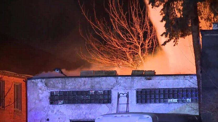 EN VIVO: Bomberos de Rocky River luchan contra incendio en taller de carrocería