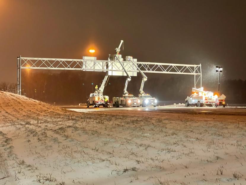 EN VIVO: Camión golpea un letrero en la I-77 en el condado de Stark