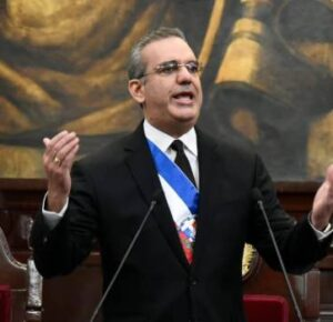 El 80 % de los dominicanos estará vacunado en junio, promete Luis Abinader