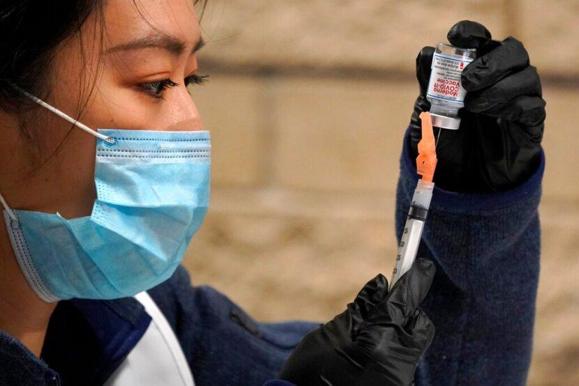 Las escuelas pueden reabrir de manera segura sin las vacunas COVID-19 de los maestros