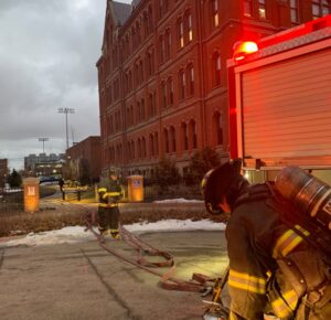 Equipo de mantenimiento acreditado por detener la propagación del fuego en St. Ignatius High School