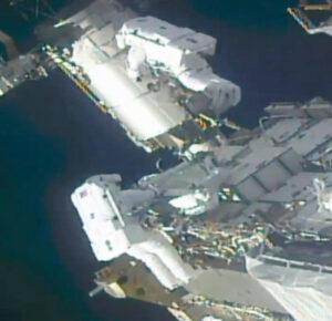 Estación de preparación de astronautas para caminatas espaciales para nuevas alas solares