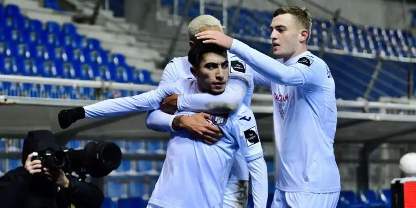 Genk-Anderlecht: ¡los malvas cerca de marcar un tercer gol!(Medio tiempo, 1-2)