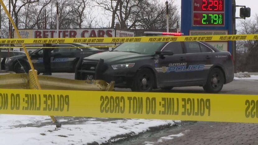 Hombre robado y muerto a tiros en gasolinera de Cleveland