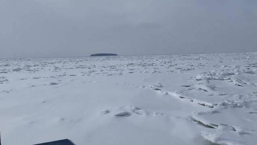 La cobertura de hielo del lago Erie muestra una gran cantidad de hielo delgado