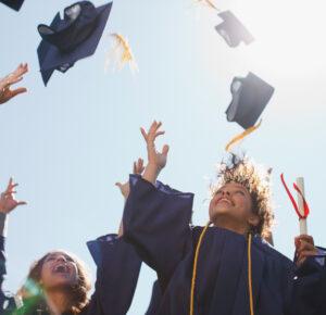 Las escuelas secundarias y las universidades comienzan a anunciar planes de graduación