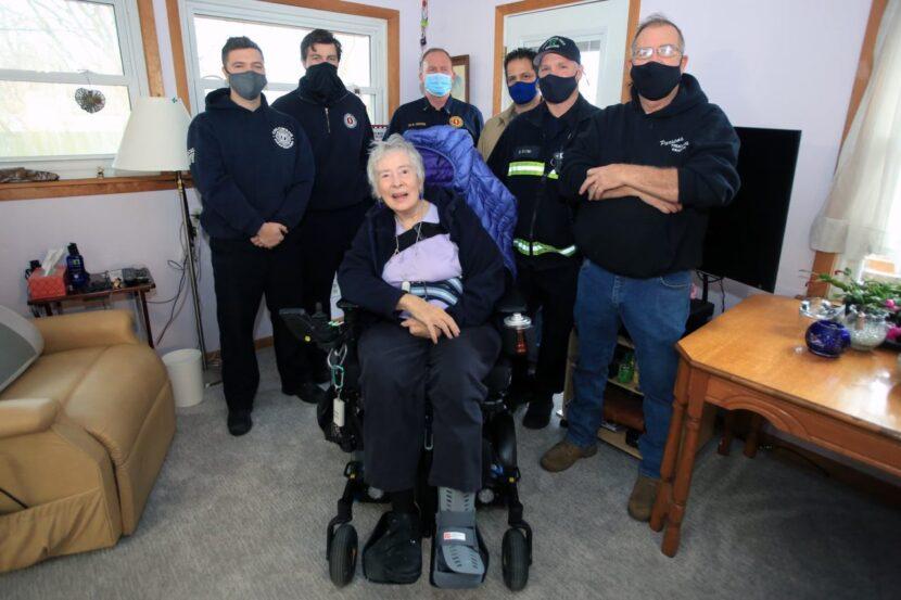 Los bomberos de Columbus se unen para renovar la casa de una mujer después de responder a una llamada de emergencia