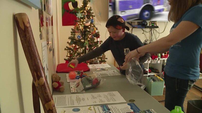 Los socorristas del noreste de Ohio agregan 'bolsas sensoriales' a los vehículos para personas con autismo