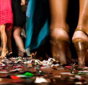 Nueva York ordena 'zonas' de baile, distanciamiento cuando se reanudan las bodas