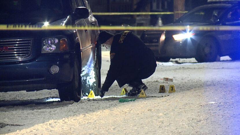 Policía de Cleveland investiga a hombre hallado baleado en SUV