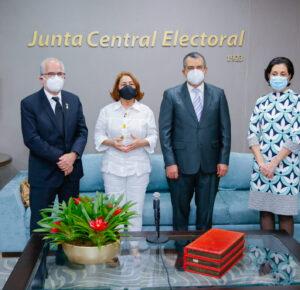 Presidente JCE recibe visita de cortesía