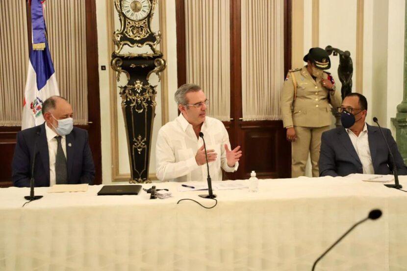 Presidente de la República conoce Oficina Virtual del IDECOOP e instruye organizar en cooperativas a productores agropecuarios, Colmaderos y Salones de Belleza.