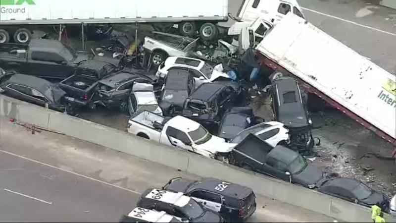Video muestra las secuelas de un choque de 130 vehículos que mató a 6 personas y docenas de heridos en Texas
