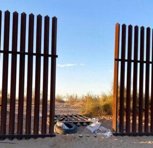 13 muertos en accidente de SUV en California supuestamente ingresaron a EE. UU. A través de un agujero en la cerca fronteriza