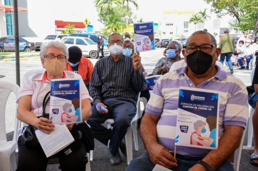 Ayuntamiento SDE y MSP inician plan de vacunación contra la COVID-19