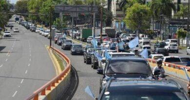 Cientos de personas acudieron a la Caravana Celeste en contra del aborto