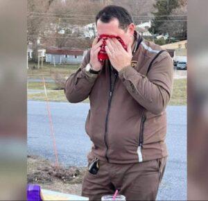Conductor de UPS se pone a llorar cuando toda la ciudad lo sorprende con una fiesta de agradecimiento