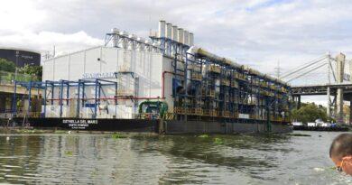 El Estado subsidia con RDS 926 millones a la barcaza eléctrica del río Ozama por servir menos combustible