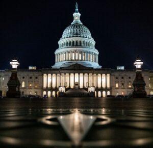 El Senado continúa el proyecto de ley de alivio COVID-19 'vote-a-rama' durante la noche después de que los demócratas llegaran a un acuerdo sobre el desempleo