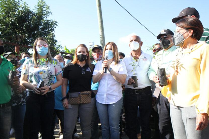 En Jornada Eco Mujer siembran más de 300 árboles con nombres de mujeres