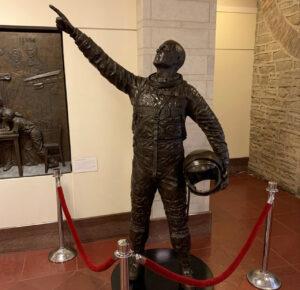 Estatua de John Glenn oficialmente en su lugar en el Statehouse de Ohio