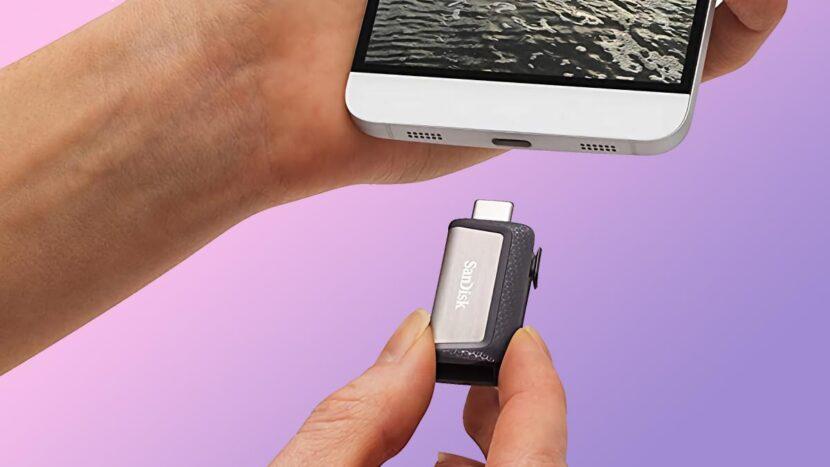 Este pendrive de 64 GB se puede usar en tu PC y móvil para guardar fotos y vídeos por menos de 9 euros