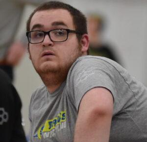 Estudiante de último año de secundaria de Ohio supera discapacidades y se une al equipo de lucha libre