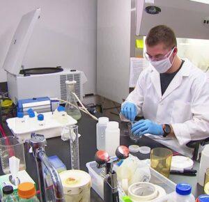 Estudiantes de la Universidad de Akron que estudian aguas residuales para COVID-19 dicen que el virus 'va en la dirección correcta'