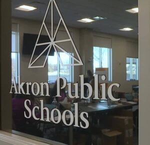 Las escuelas de Akron se preparan para dar la bienvenida a algunos estudiantes a las aulas el lunes