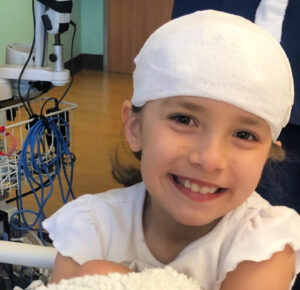 Más de $ 250,000 recaudados para un puesto de limonada corriendo de 7 años para financiar sus propias cirugías cerebrales