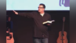 Pastor de licencia después de sermón diciendo que las esposas deben perder peso