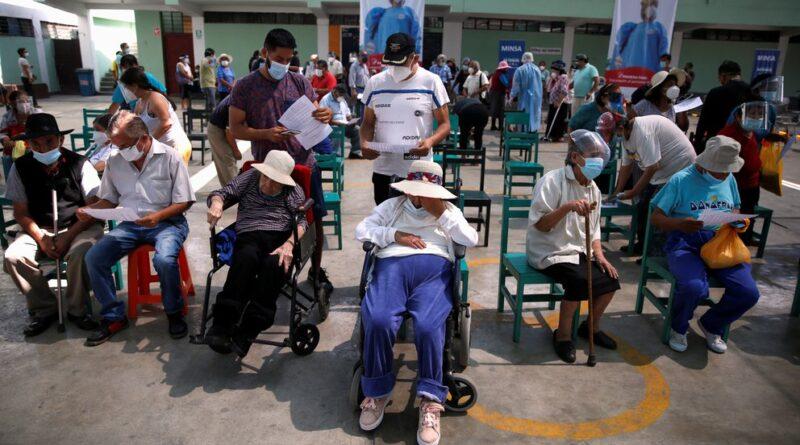 """Perú advirtió que se encuentra en """"la parte más alta"""" de la segunda ola de COVID-19"""