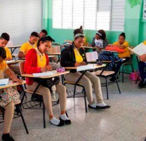 Presentan protocolo para vuelta a clases; diferencias entre ADP y Educación podrían complicarlo
