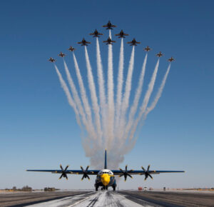Thunderbirds y Blue Angels debutan en la formación Super Delta por primera vez