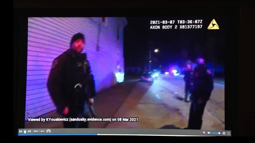 Tres hombres con armas cargadas se acercaron a los detectives de Sandusky, dice la policía