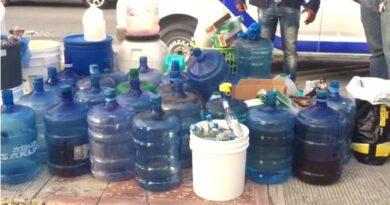 Decenas de botellones y cientos de botellas con alcohol adulterado incautados en La Altagracia