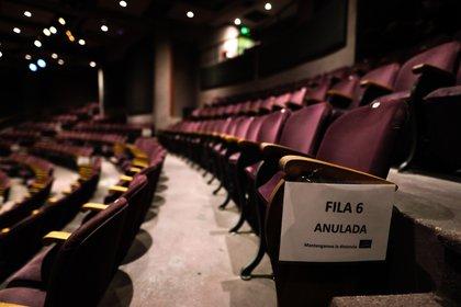 Los teatros seguirán funcionando con los protoclos vigentes (EFE/Juan Ignacio Roncoroni/Archivo)