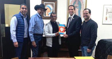 El padre Fajardo, líderes políticos y empresario abordan soluciones