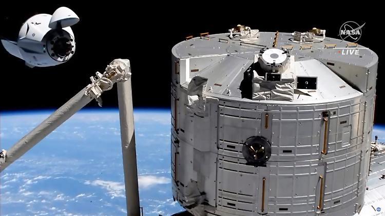 Elon Musk est emocionado Los astronautas de SpaceX llegan a la ISS