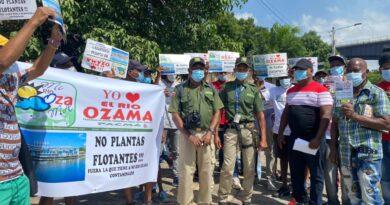 Grupos medioambientales exigen traslado de barcaza eléctrica fuera del río Ozama