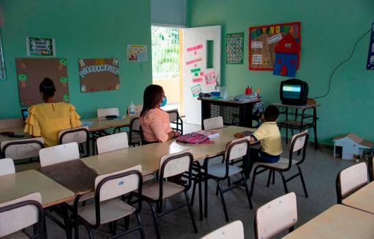 Minerd evala suspender docencia en municipios por alta positividad